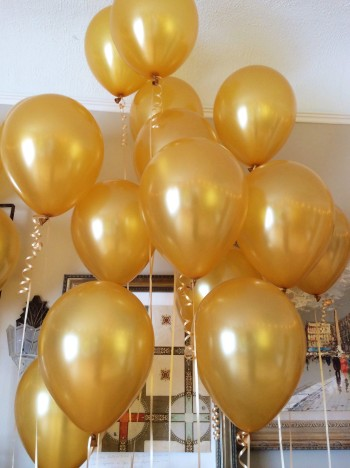 Lots of impact yet easy to create.  We used 2 dozen helium filled and 1 dozen air filled balloons for variation.